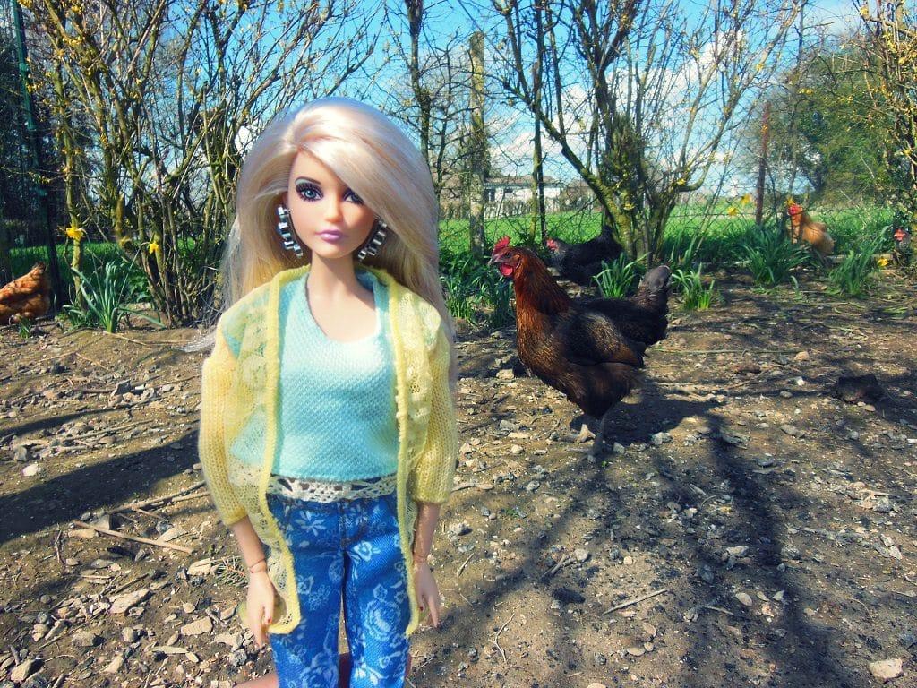 Cathy avec les poules